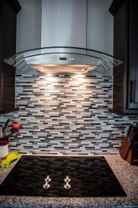 kitchen-tile-backsplash-and-hood